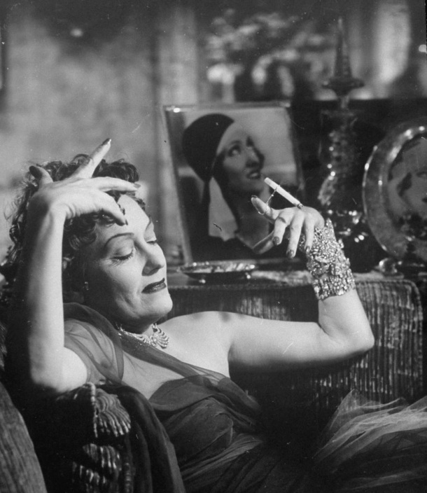 "Gloria Swanson în ""Sunset Blvd."""